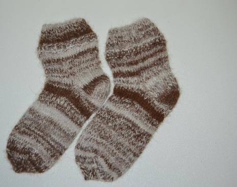Iš melanžinių siūlų megztos kojinės