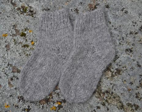 Pilkos alpakos kojinytės